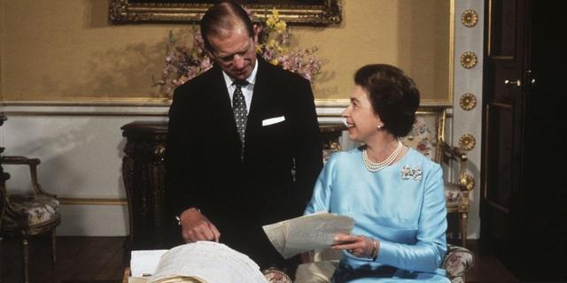 Nữ hoàng Elizabeth II và Hoàng thân Philip: Những khoảnh khắc đẹp nhất - 15