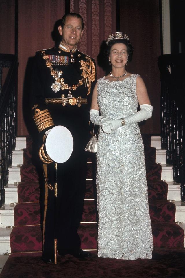 Nữ hoàng Elizabeth II và Hoàng thân Philip: Những khoảnh khắc đẹp nhất - 16