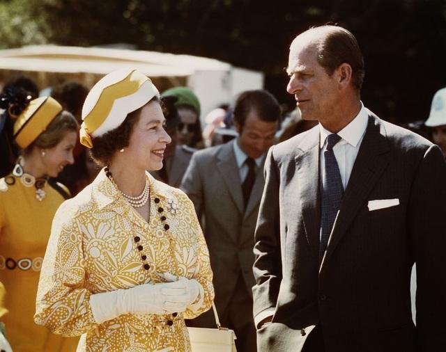Nữ hoàng Elizabeth II và Hoàng thân Philip: Những khoảnh khắc đẹp nhất - 17