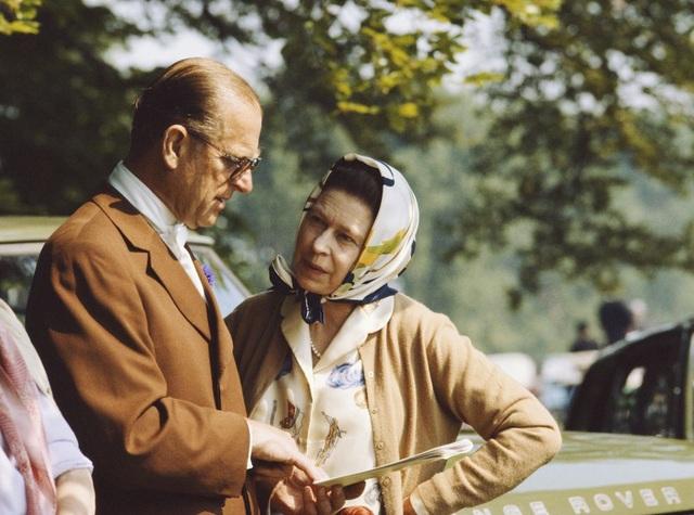 Nữ hoàng Elizabeth II và Hoàng thân Philip: Những khoảnh khắc đẹp nhất - 18