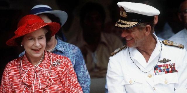 Nữ hoàng Elizabeth II và Hoàng thân Philip: Những khoảnh khắc đẹp nhất - 19