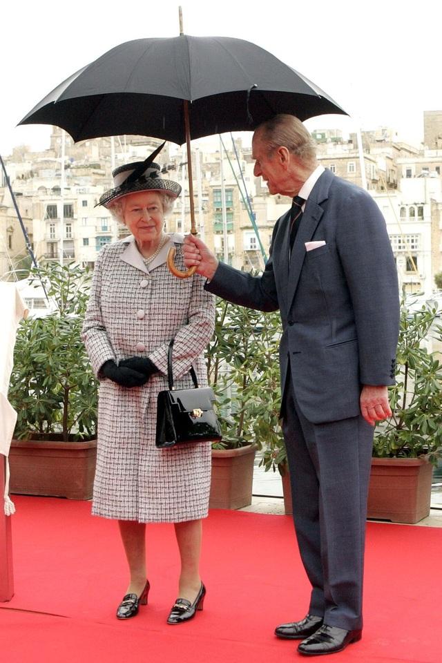 Nữ hoàng Elizabeth II và Hoàng thân Philip: Những khoảnh khắc đẹp nhất - 20