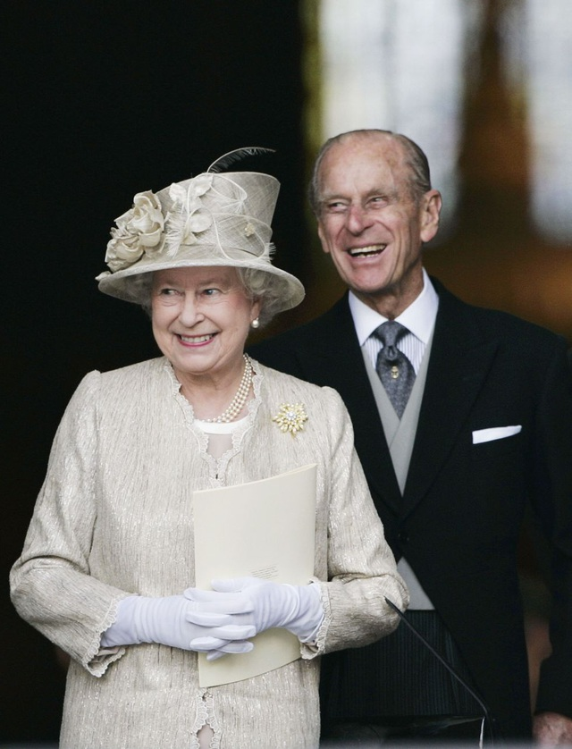 Nữ hoàng Elizabeth II và Hoàng thân Philip: Những khoảnh khắc đẹp nhất - 21