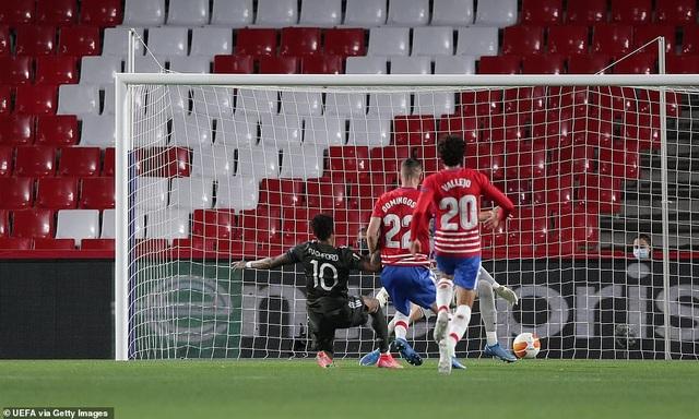 Man Utd mở toang cửa vào bán kết, Arsenal sảy chân đáng tiếc - 2