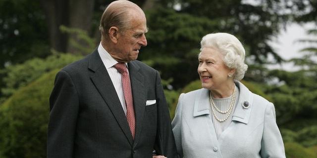 Nữ hoàng Elizabeth II và Hoàng thân Philip: Những khoảnh khắc đẹp nhất - 22