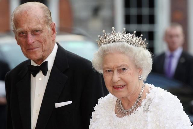 Nữ hoàng Elizabeth II và Hoàng thân Philip: Những khoảnh khắc đẹp nhất - 23