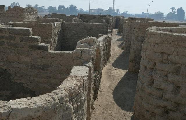 Ai Cập tìm thấy thành phố cổ lớn kỷ lục bị chôn vùi hàng thiên niên kỷ - 1