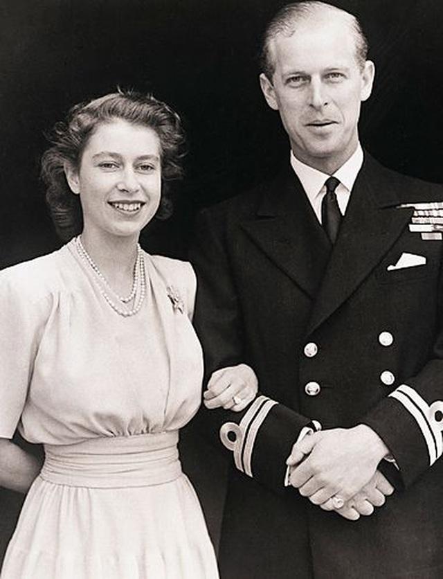 Ngoại hình cực phẩm và điển trai thời trẻ của Hoàng thân Anh vừa qua đời - 16