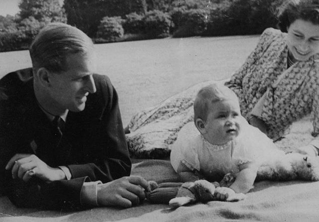 Ngoại hình cực phẩm và điển trai thời trẻ của Hoàng thân Anh vừa qua đời - 10