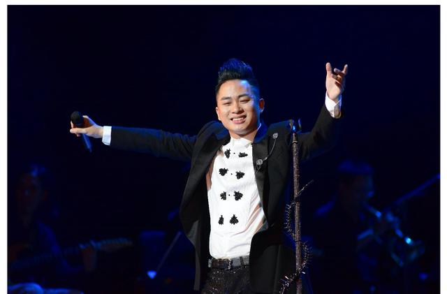 Tùng Dương kết hợp với Văn Mai Hương trong liveshow Người đàn ông hát
