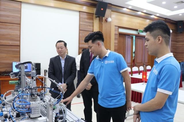 Bỏ ngang đại học, 9X Bắc Ninh giành Huy chương vàng kỹ năng nghề quốc tế - 2