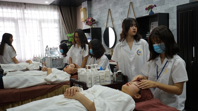 Nhu cầu xã hội cao, trường Cao đẳng nghề mở ngành Chăm sóc sắc đẹp - 3