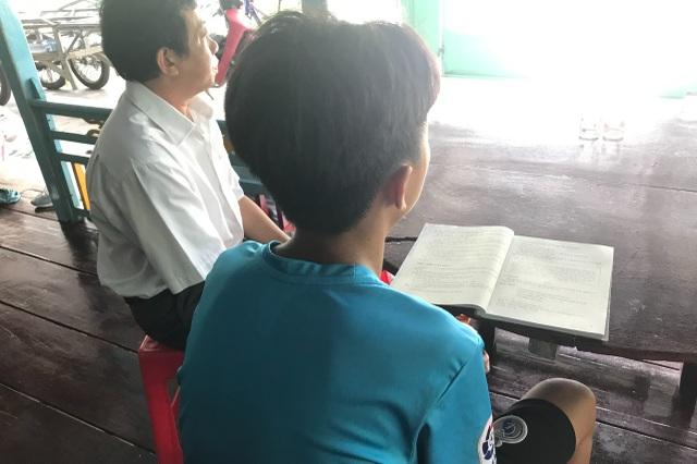 Vụ học sinh lớp 6 không đọc được chữ: Do giáo viên bị áp chỉ tiêu thi đua? - 3