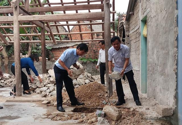 Xây dựng nhà tình nghĩa giúp cụ bà 92 tuổi và con gái bị chất độc da cam - 2