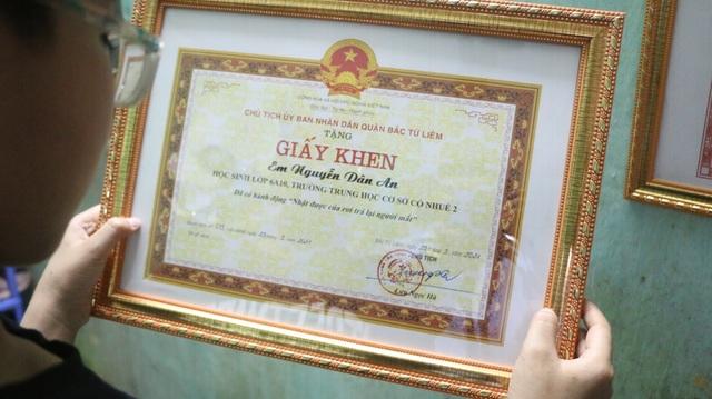 Hà Nội: Nam sinh nhà nghèo trả lại 70 triệu đồng cho người đánh rơi - 3
