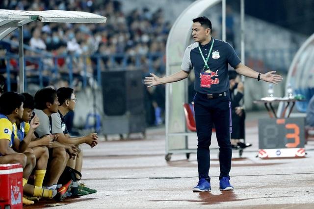 Báo Thái Lan: Cơn sốt Kiatisuk giúp V-League hồi sinh ở Đông Nam Á - 2