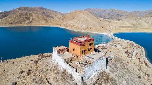 Ngôi chùa bí ẩn nằm giữa hồ Thánh, chỉ có 1 nhà sư ở Tây Tạng - 4