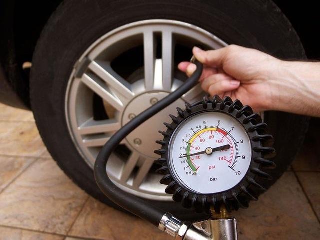 Ô tô ngốn xăng: Tài xế bỏ thói quen dưới đây sẽ thấy cải thiện - 2