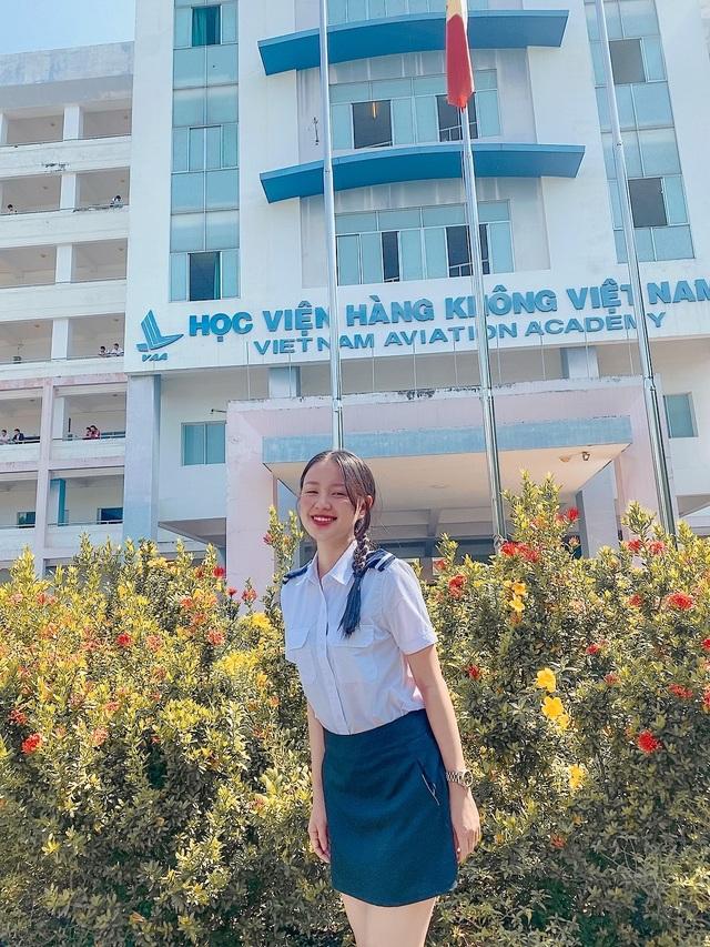 Nữ sinh Học viện Hàng không cao 1m68, thần thái người mẫu sáng ngời - 1