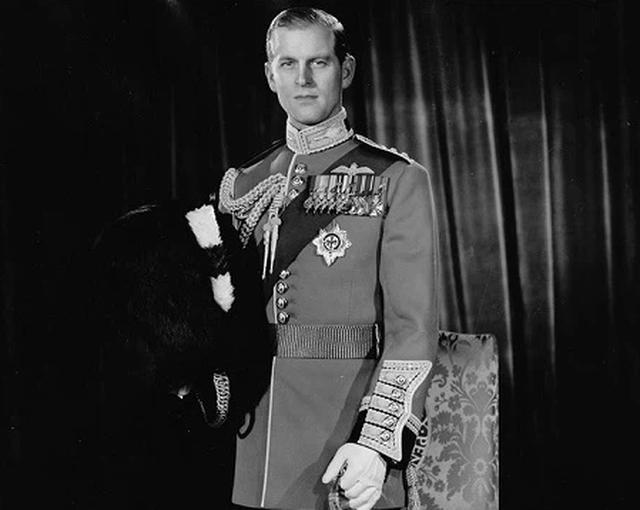 Ngoại hình cực phẩm và điển trai thời trẻ của Hoàng thân Anh vừa qua đời - 8
