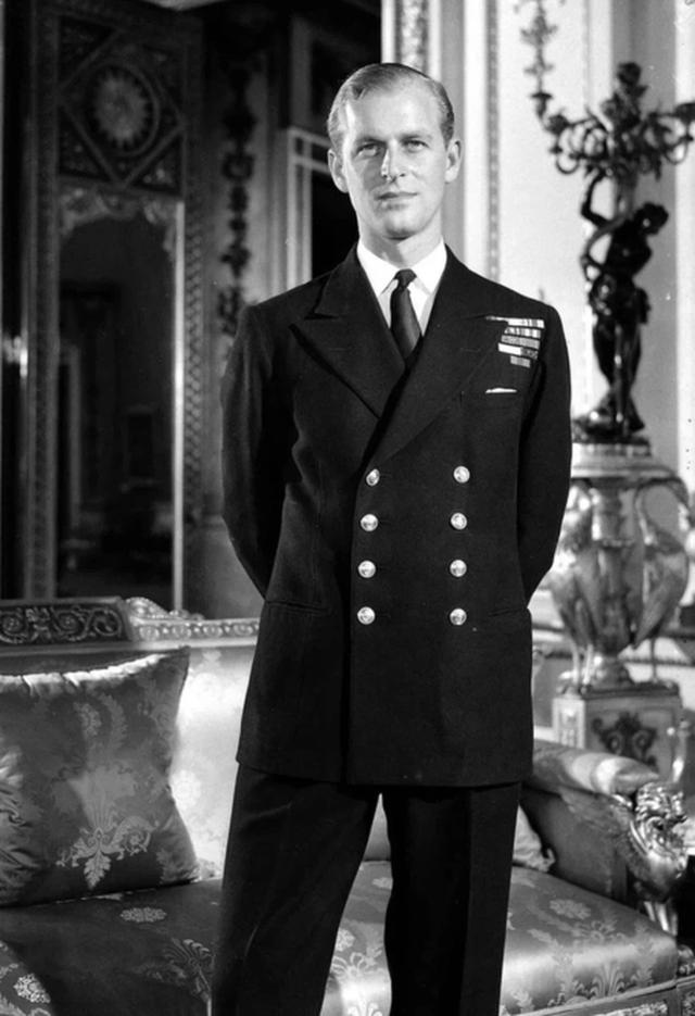 Ngoại hình cực phẩm và điển trai thời trẻ của Hoàng thân Anh vừa qua đời - 3