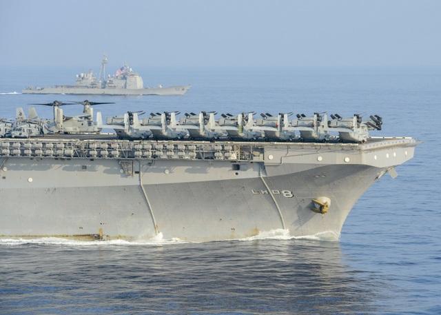 Hai nhóm tàu chiến Mỹ phô diễn uy lực trên Biển Đông - 3