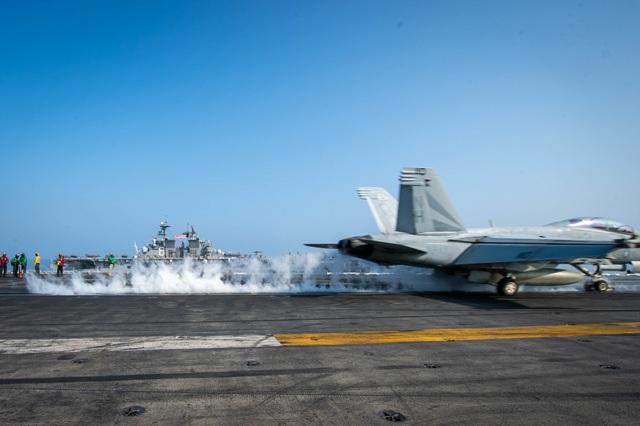 Hai nhóm tàu chiến Mỹ phô diễn uy lực trên Biển Đông - 6