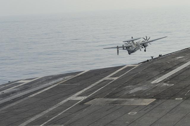 Hai nhóm tàu chiến Mỹ phô diễn uy lực trên Biển Đông - 5