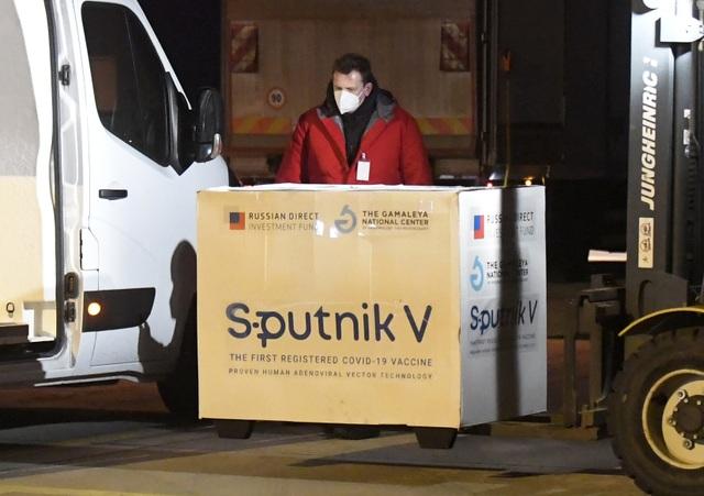 Nga nổi giận đòi Slovakia trả lại vắc xin Covid-19 - 1
