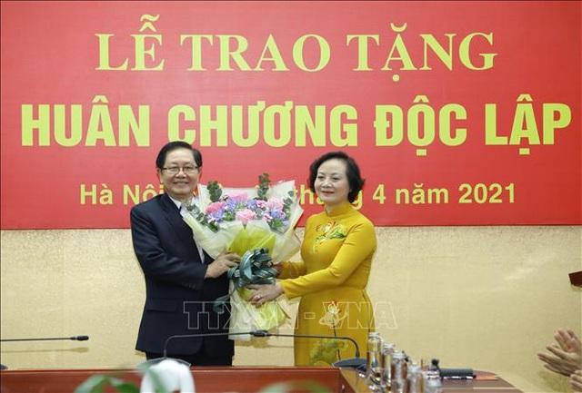 Trao Huân chương Độc lập hạng Nhì tặng nguyên Bộ trưởng Nội vụ Lê Vĩnh Tân - 3