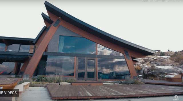 Dành 14 năm xây biệt thự đẹp như mơ từ vật liệu tái chế - 2
