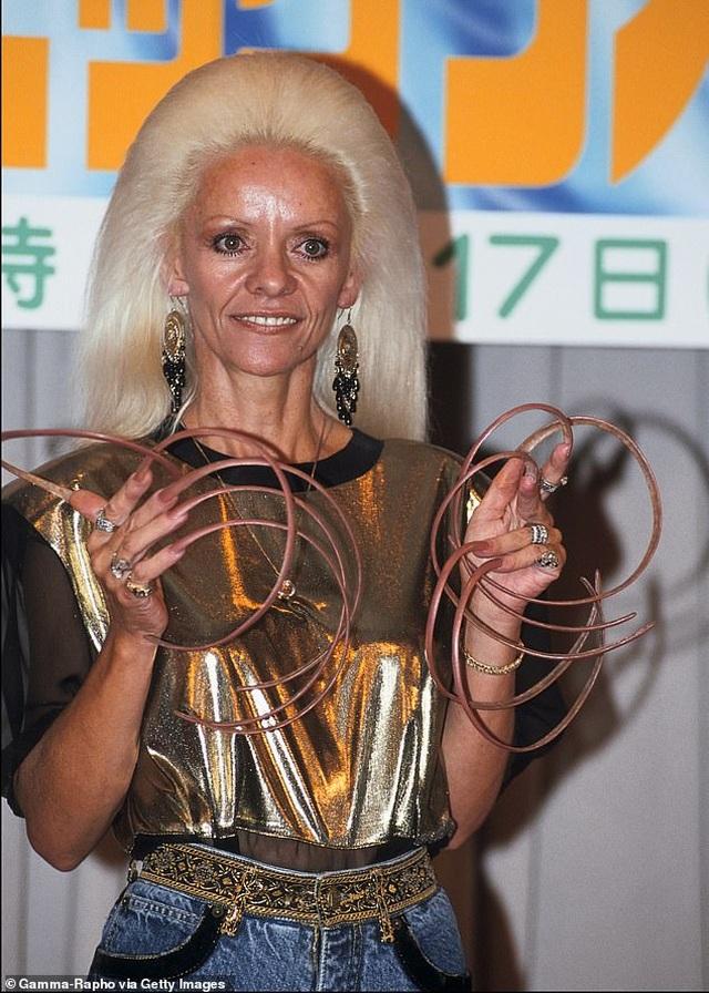 Nhẹ cả người vì cắt đi bộ móng lập Kỷ lục Guinness Thế giới - 6