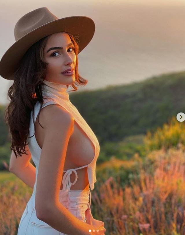 Hoa hậu hoàn vũ diện áo trễ nải - 4