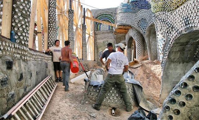 Những ngôi nhà đặc biệt từ rác có giá triệu USD - 4