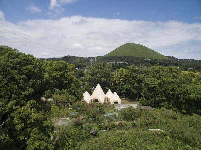 Nhà dưỡng lão trên đỉnh đồi mang hơi thở thiên nhiên ở Nhật Bản - 1