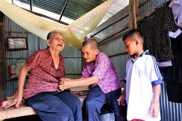 Nhói lòng cuộc sống cơ cực của cụ bà gần trăm tuổi bấu víu bên mẹt bánh bò - 2