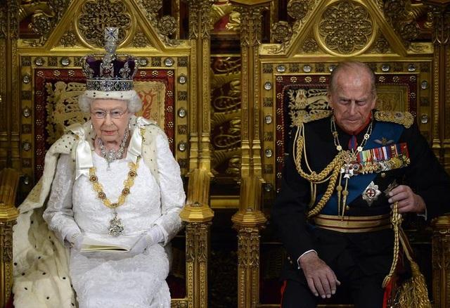 Chuyện tình cổ tích của Nữ hoàng Anh và Hoàng thân  Philip - 6
