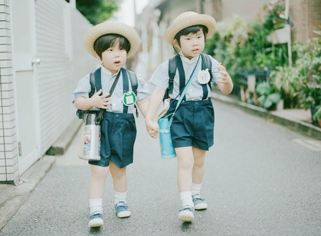 Người Nhật dạy con ngoan nhờ cái ôm 8 giây và 5 phút thủ thỉ - 1