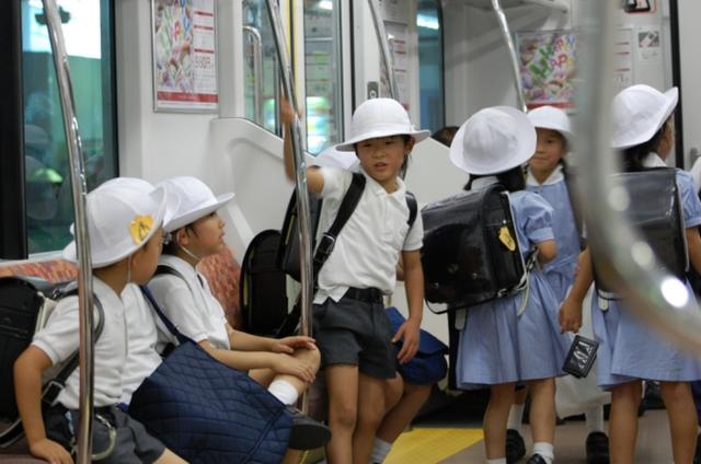 Người Nhật dạy con ngoan nhờ cái ôm 8 giây và 5 phút thủ thỉ - 4