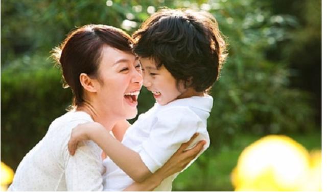 Người Nhật dạy con ngoan nhờ cái ôm 8 giây và 5 phút thủ thỉ - 3