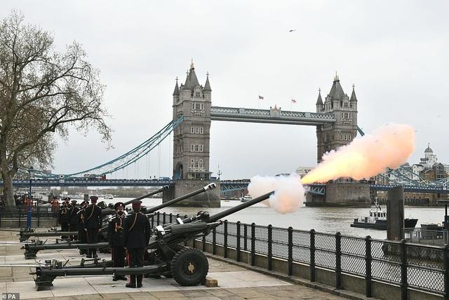 Không tổ chức quốc tang, Anh bắn đại bác tiễn đưa Hoàng thân Philip - 4