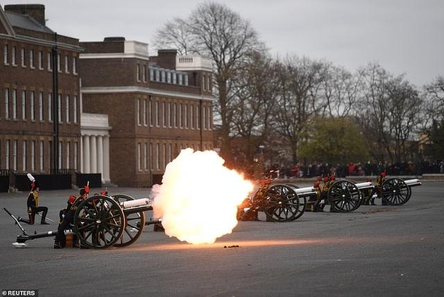 Không tổ chức quốc tang, Anh bắn đại bác tiễn đưa Hoàng thân Philip - 3