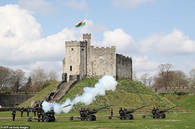 Không tổ chức quốc tang, Anh bắn đại bác tiễn đưa Hoàng thân Philip - 1