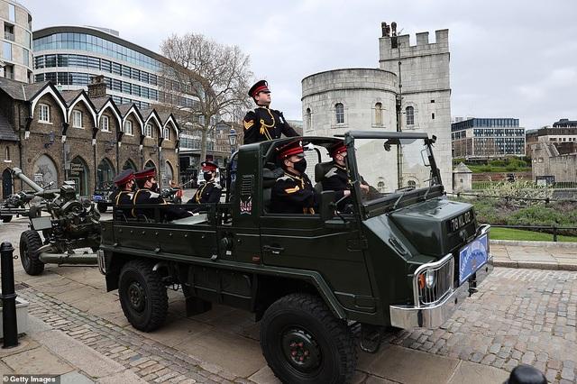 Không tổ chức quốc tang, Anh bắn đại bác tiễn đưa Hoàng thân Philip - 2