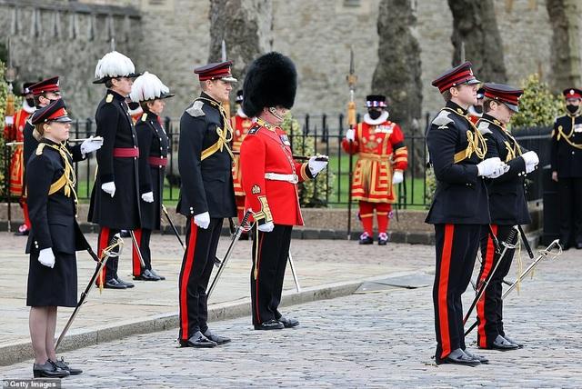 Không tổ chức quốc tang, Anh bắn đại bác tiễn đưa Hoàng thân Philip - 7