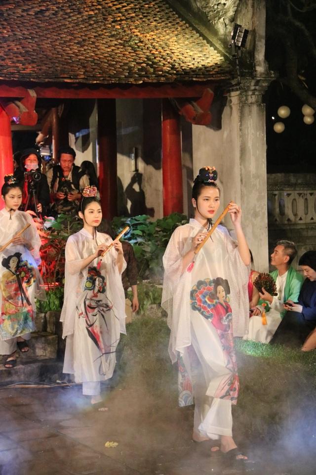 Tự hào Thế giới trong tà áo dài Việt - 14