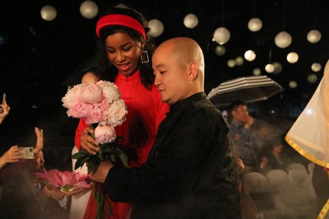 Tự hào Thế giới trong tà áo dài Việt - 5