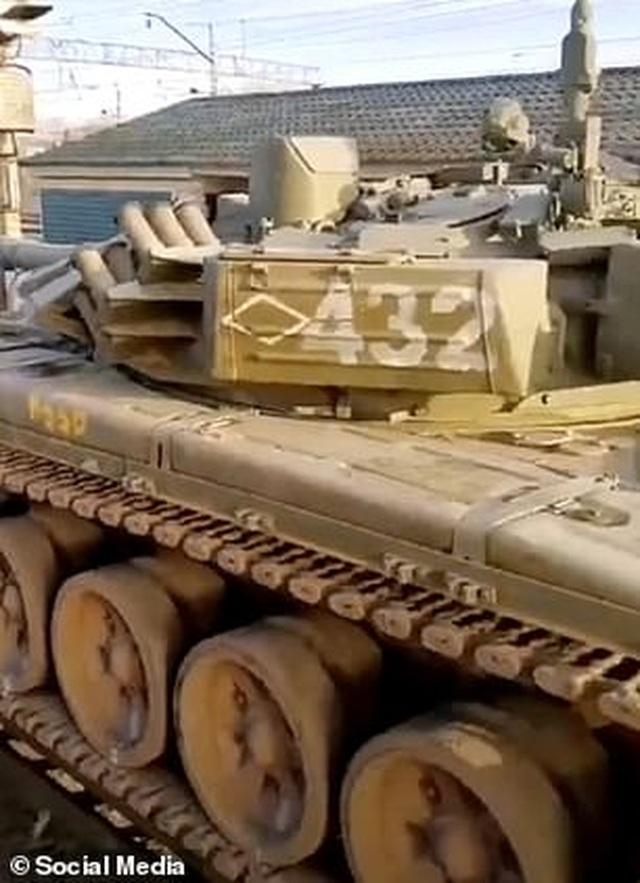 Nga bị nghi đưa thêm xe tăng, vũ khí áp sát biên giới Ukraine - 6