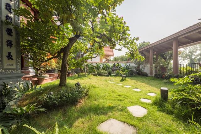 Ngôi nhà lạ đời: Sân vườn, ao cá nằm lưng chừng giữa tầng 2 - 7