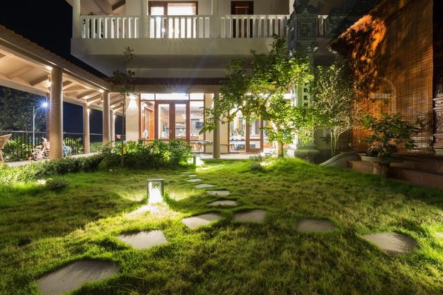 Ngôi nhà lạ đời: Sân vườn, ao cá nằm lưng chừng giữa tầng 2 - 8
